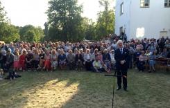 Lībiešu svētku viesi un viņu vidū arī Valsts prezidents Egils Levits. 03.08.2019 Mazirbē