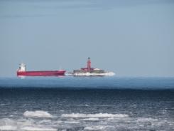 Jūra vēl vaļā, kuģi vēl kust. 15.02.2021. B.Šuvcānes foto