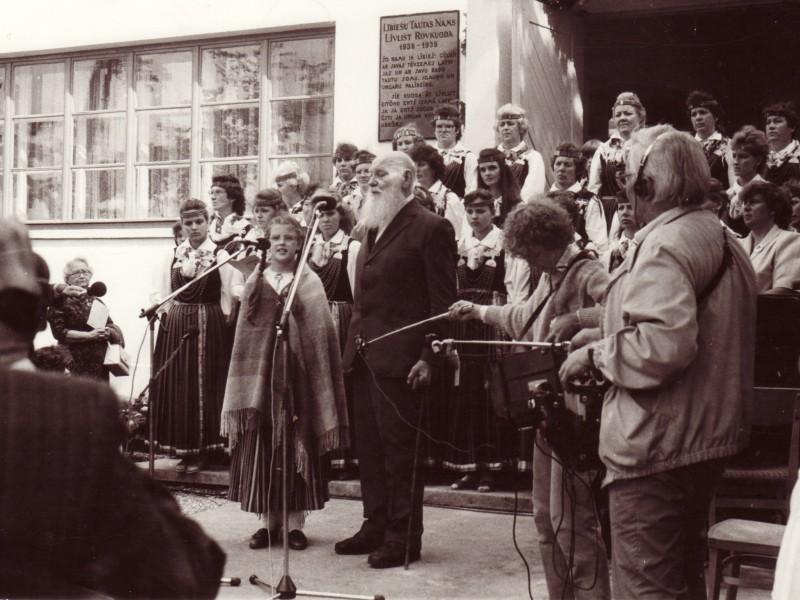Pirmo lībiešu svētku atklāšana Mazirbē 1989. gada 5. augustā. Runā...
