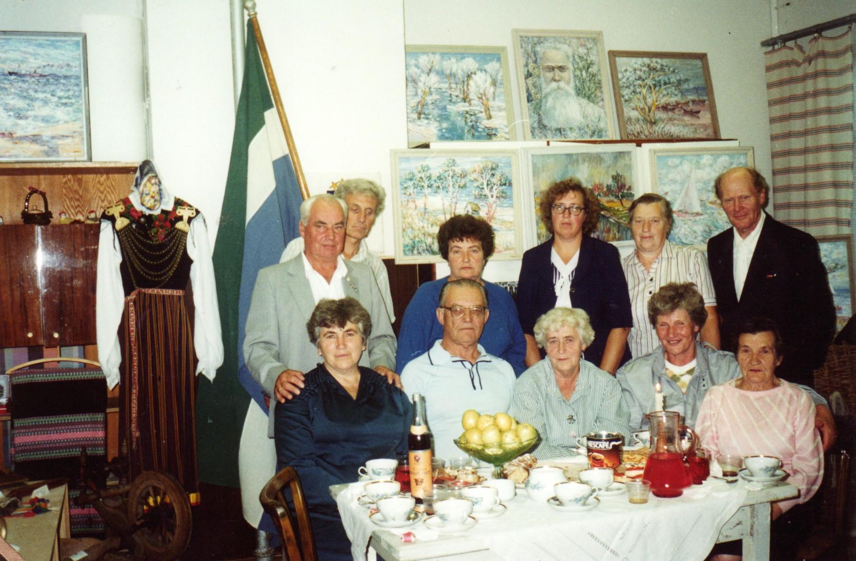 Līvu savienības Kolkas grupas biedri 1994. gadā.