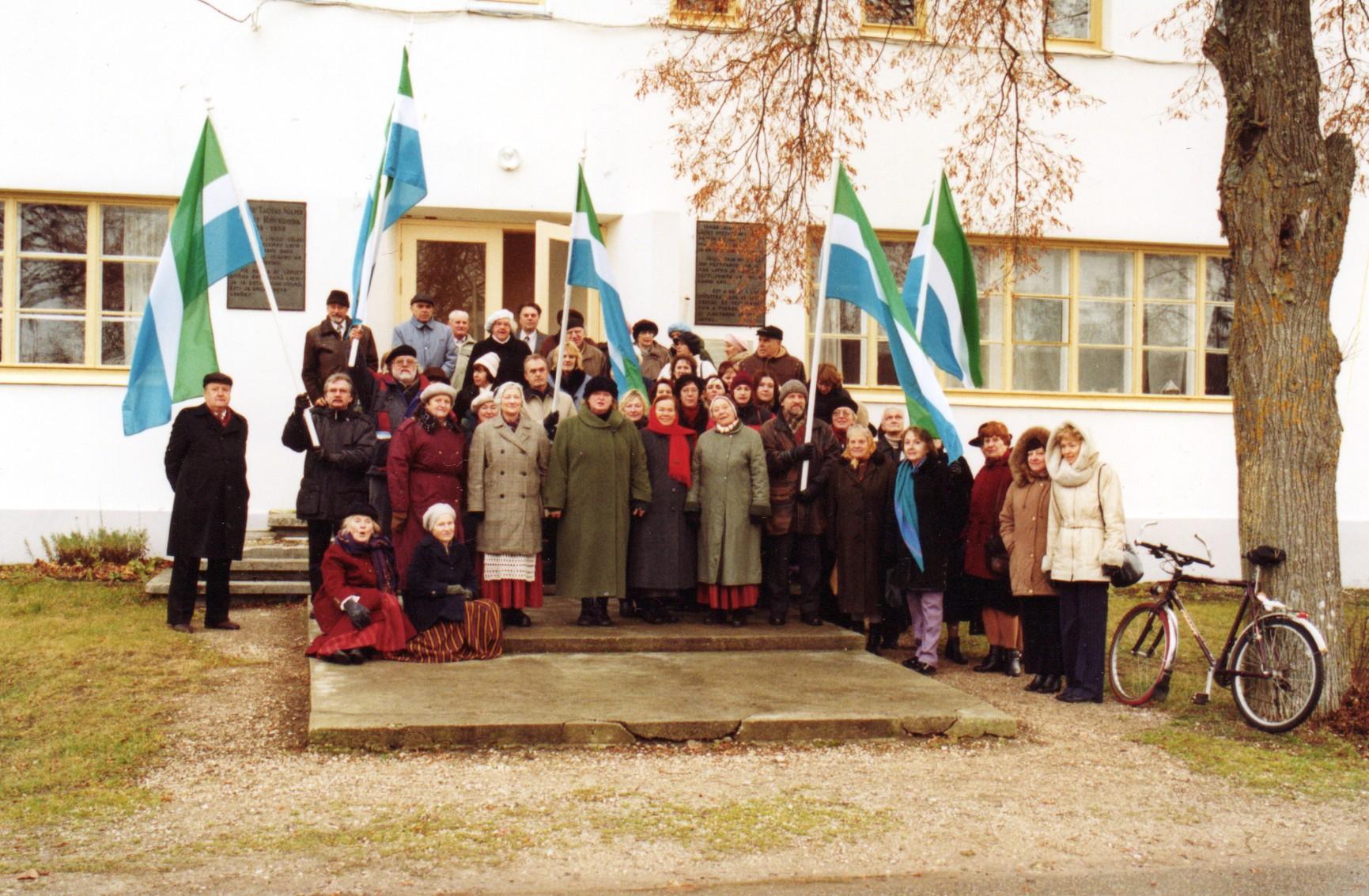 Lībiešu karoga svētkos Mazirbē 2003. gada 18. novembrī. Svētku dalībnieku...