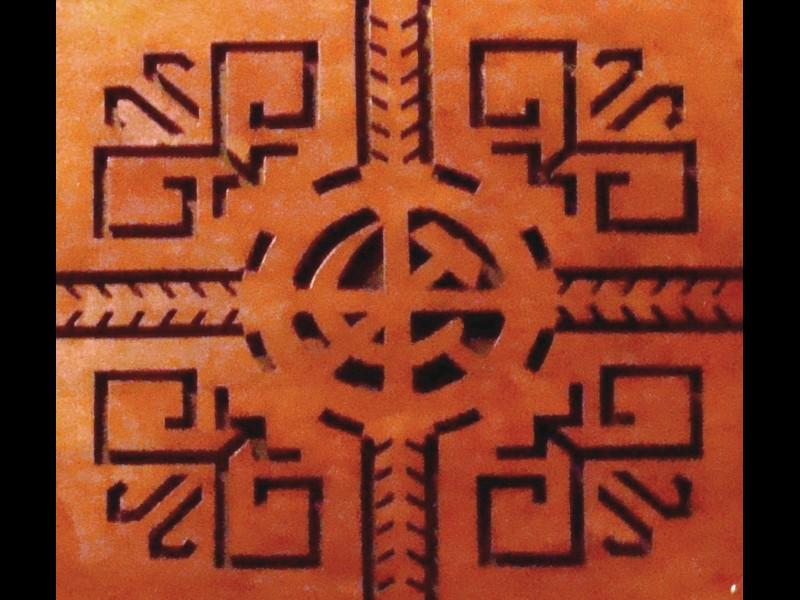 Tautas nama griestu dekors tautiskā-padomju stilā.