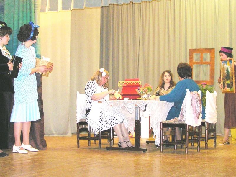 Kolkas amatierteātris izrādē Ak sievietes, sievietes... 2007. gadā