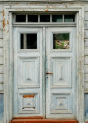 Kāds zin - kurā mājā tādas lepnas durvis bij paslēptas? 25.07.2021. I.Iesalnieces-Brukingas bilde